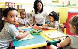 Inglês para crianças de 2 anos surpreende até os pais, que orgulham-se da fluência dos filhos